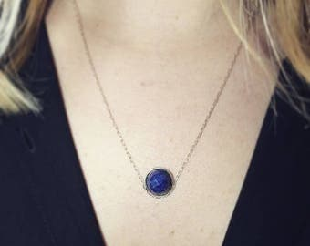 Necklace faceted Sapphire, mid-long chain in Silver 925 set with a blue Sapphire.