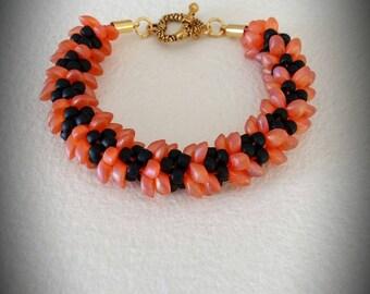 Bracelet beads magatama orange iridescent and matte black