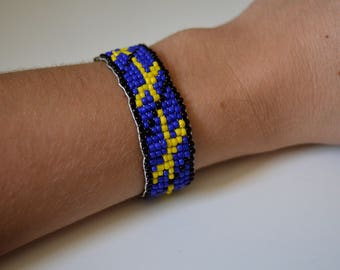 Blue, yellow and black pearl bracelet