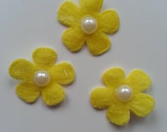 lot de 3 fleurs perlée en feutrine jaune    25mm
