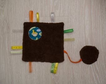 Blanket square sponge surrounded by ribbons