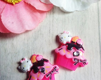 Set of 2 cabochon shaped cupcake resin cat and fuchsia