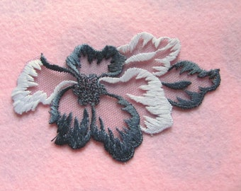 Applique scalloped tulle gray and pink flowers 11 cm x 6,5 cm