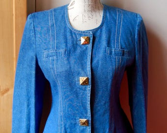 Short jacket fitted Jean buttons