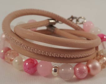 Beaded leather Wrap bracelet made of glass beads and rose quartz, stainless steel carabiner closure