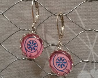 Dangling earrings, pink and blue cabochon