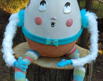 Humpty-Dumpty fully rounded figurative sculpture