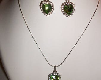 Set earrings and necklace silver and green.