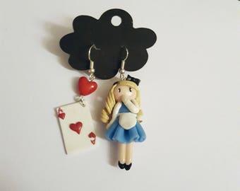Earrings asymmetric Alice in the land of the merveillesDisney