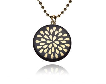 Necklace drop gold on black