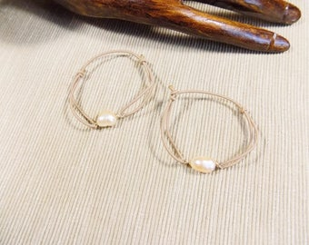 Modern bangles with pink pearls powder in plated gold 14 k gold filled and beige elastic