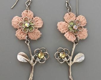 Adorable flower earrings