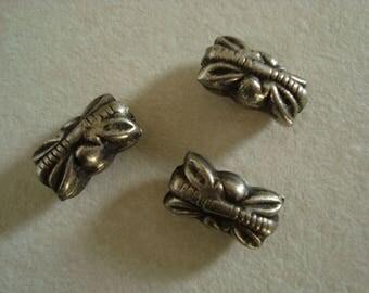 Set of three rectangular beads