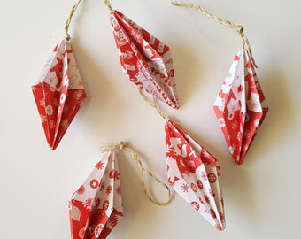 5 small Christmas ornaments