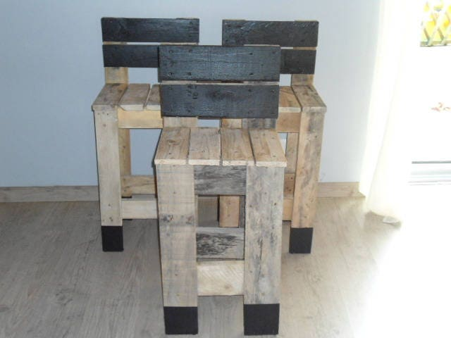 tabouret haut de bar en bois de palette brut. Black Bedroom Furniture Sets. Home Design Ideas