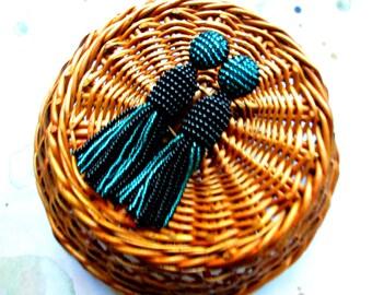 Black and emerald color/oscar de la rente/oscar de la renta/stud earring/beading dangle/handmade/Unique Gift/two colored earrings