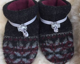 Cute Wool Slipper, gray and burgundy non-slip soft sole shoe, boy or girl in Infant size 4-12 months or baby shoe size 1-3