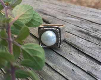 BRILLIANT .925 Sterling Silver Hammered Square Freshwater Pearl Ring Sz 5