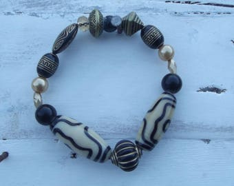 Handmade Stretch Beaded Bracelet Cream Black and Gold  1