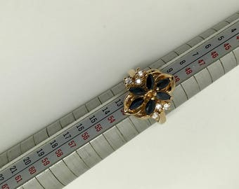 Vintage ring made of gold, sapphires and diamonds set stones.