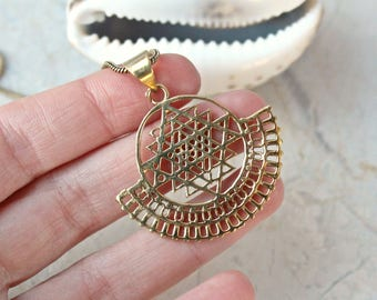 Sri Yantra brass pendant necklace. Sri Chakra pendant. Sacred Geometry pendant. Yoga necklace. Indian brass necklace. Psytrance necklace.