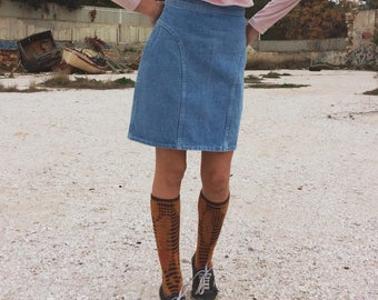 Vintage high waisted denim A line skirt with back zip closure