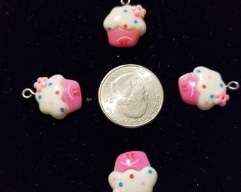 Cute Cupcakes 6 Pieces for charms/earrings/necklaces/ hairbow/scrapbooking /crafts, etc.