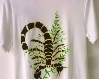 Scorpio... Free hand painted T-shirt, painted on the two sides in front and behind