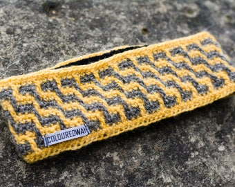 Yellow-grey headband in stair pattern