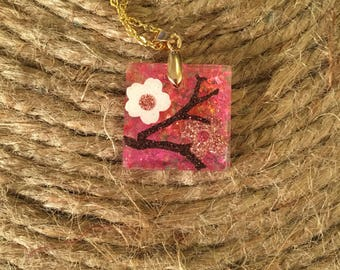 Pink flower resin necklace.