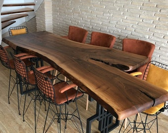Uniek Walnut Table