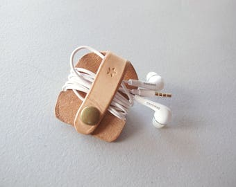 Leather Earbud Keeper, Earphones Organizer, Tech Accessories, Gift for Him, Vegetable Tanned Leather, Made in Canada