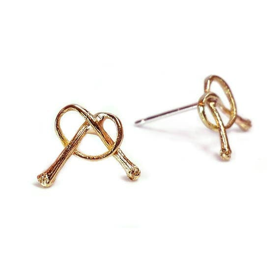 how to make a knot with cherry stem