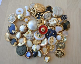 75 Antique and vintage plastic buttons, 50 designs in great price / 21