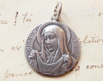 ON SALE St Veronica / Holy Face of Jesus Medal - Patron of photographers - Antique Reproduction