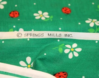 VINTAGE Springs Mills, Inc. - Green with ladybugs and daisies - 44 x 92
