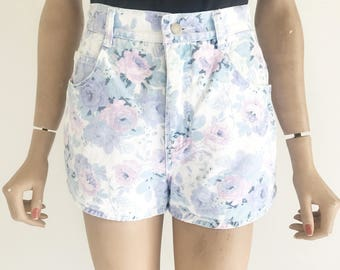 Vintage 80's High Waisted Floral Shorts. Size Small