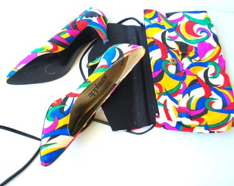 Summer fashion vintage 80s,  bright multiclor fabric set: pumps and purse-clutch.Made by Applause in USA. Size 8 N.