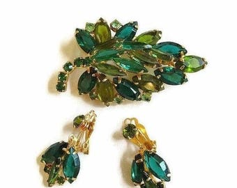 Green Rhinestones Leaf Brooch and Dangle Earrings Set High Domed in Shades of Green & Peridot Vintage