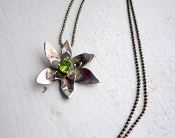 Peridot Sterling Flower Necklace - Spring - Sterling Silver Chain. Floral