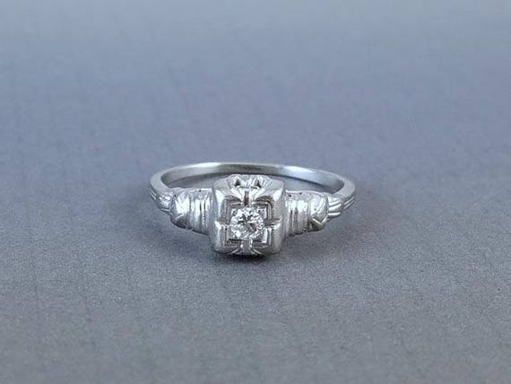 Vintage Art Deco 18k white gold .08 ct diamond engagement solitaire ring buckle detail size 7.5