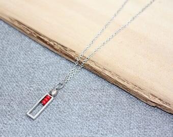 collier court, rouge, rectangle, collier métal, collier pour femme, chaine silver, verre chaine inox géométrique minimaliste collier délicat