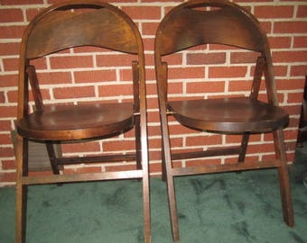 vintage 1940s sturdy pair of matching wood folding chairs lot no1