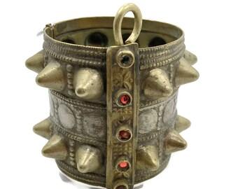 Bracelet de kuchi, articulé, Bracelet manchette, pointes, Bracelet Vintage, ethnique large, Afghan, parée, rouge, turkmène, petit poignet, Tribal, déclaration