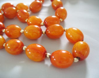 Orange Swirl Beaded Necklace, Oval Beads, Fall Color, Faux Amber, Fall Fashion, Golden Orange, Vintage 1960s, Vintage Necklace, Box Clasp