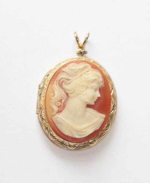 Molded Resin Cameo Photo Locket Woman in Profile Mid Century Gold Tone