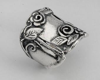 ON SALE Israeli Sterling Silver Ring Vintage Design Floral