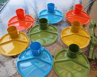 Vintage Retro 16+ Piece Picnic Dinner Lunch Set Divided Plates,Cups and Plastic Tableware #3