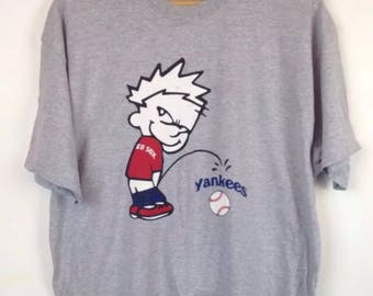 Vintage 90s Calvin Cartoon Pissing Red Sox Yankees Bootleg Peeing Tshirt Shirt