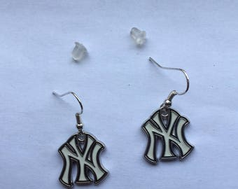 New York Yankees pierced earrings, 1 inch drop
